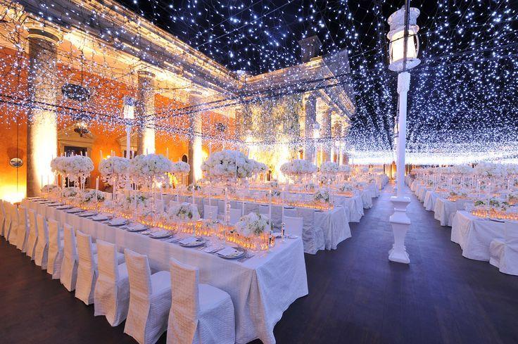 10 Outdoor wedding twinkle lights | http://www.fabmood.com/10-outdoor-wedding-twinkle-lights/