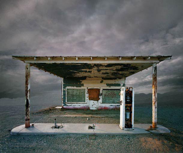 Desert Realty – Les bâtiments isolés vus par Ed Freeman (image)