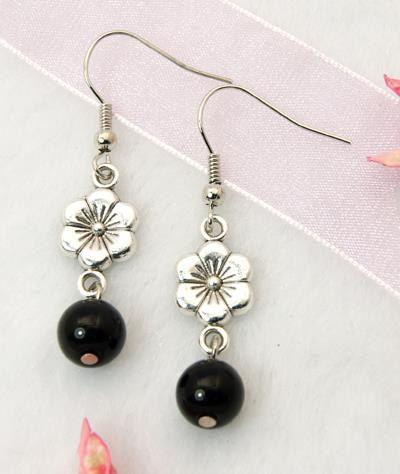 Boucle oreille perle noire par atelierjakote sur Etsy