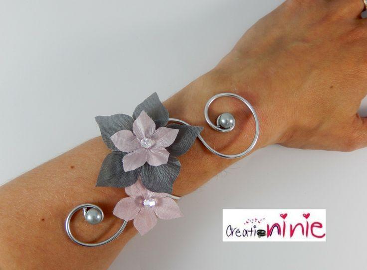 """Bracelet mariage fleurs rose et gris """"Tania"""" - personnalisable : Bracelet par creation-ninie"""