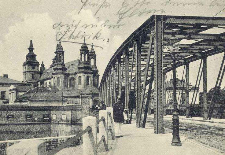 Most jak most, ciekawy ze Śródki na Ostrów Tumski. Ale zastanawia nas pan z pikielhaubą na głowie! To dopiero pruski szyk!