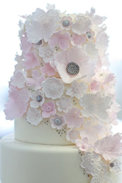 ....but wow!: Lace Flowers, Pink Flowers, Blushes Pink, Pink Cakes, Wedding Cakes, Flowers Cakes, Anniversaries Cakes, Fondant Cakes, Sugar Flowers