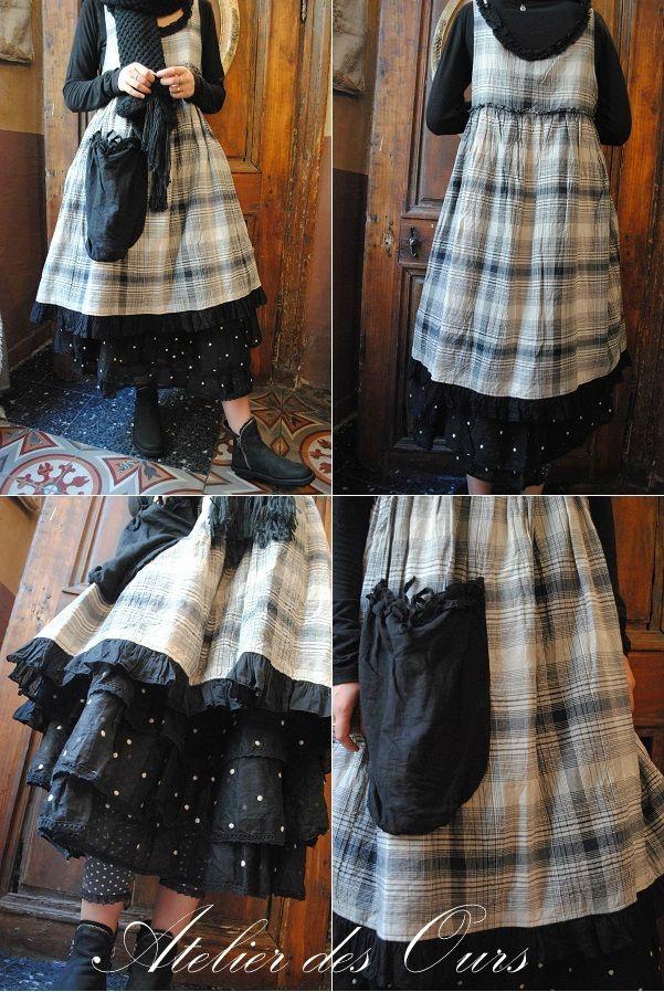 MLLE FLORESTINE: Robe chasuble, jupon noir en organdi, bottine TRIPPEN, echarpe en laine - Atelier des Ours.