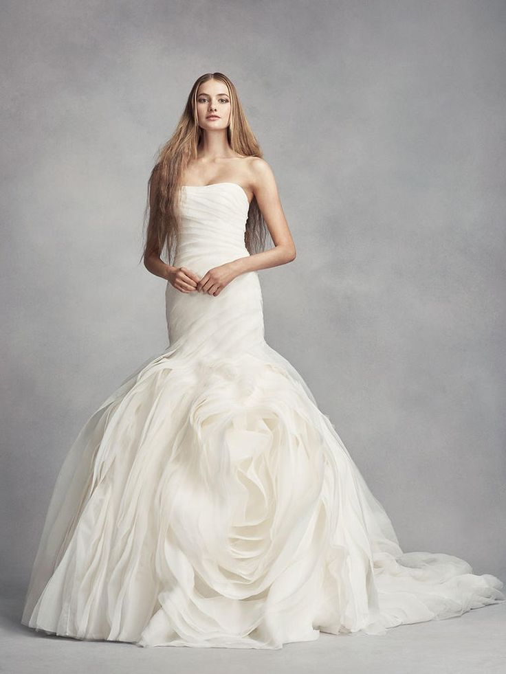 """""""I think, if you're getting married in a loft by your very choice of venue, it dictates very much how you look. Really, any kind of a major fashion statement would be appropriate."""" Vera Wang on what to wear for your urban wedding"""