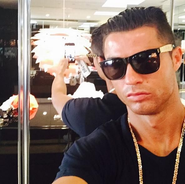 cristiano ronaldo y sus cortes de pelo moda style