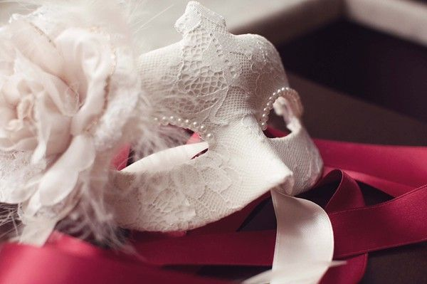 Mask -themed wedding inspiration detail