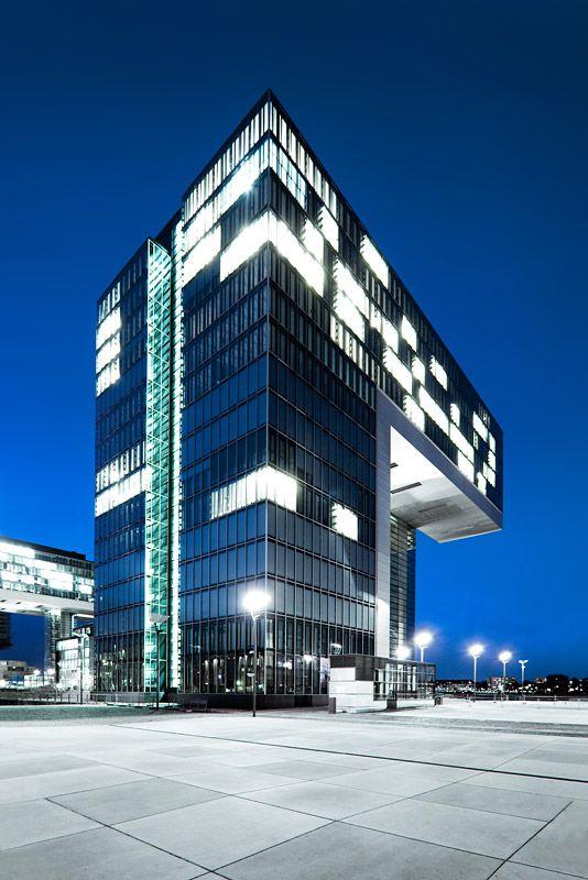 Kranhaus im Kölner Rheinauhafen / Crane House in #Cologne,