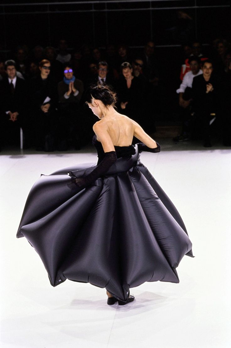 Yohji Yamamoto Spring 1999 Ready-to-Wear Fashion Show - Trish Goff