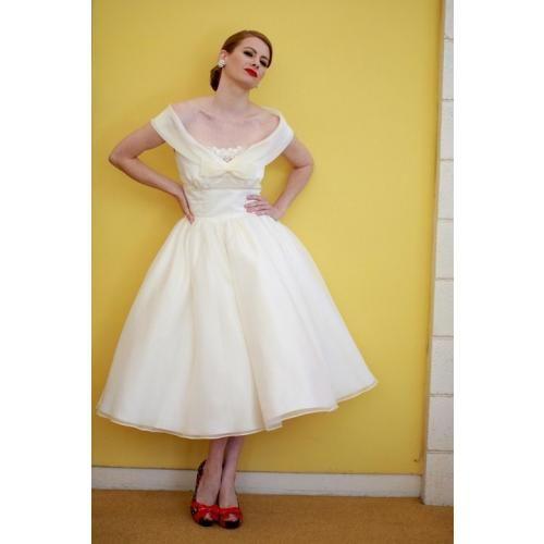 Which hairstyle for a 40s wedding? :  wedding Edmonton Wedding Dress Dolly 1