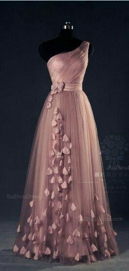 bodenlanges Kleid mit einem Träger und Schmetterlingen