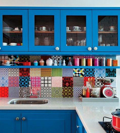 Кухня в цветах: красный, желтый, бирюзовый, серый, белый. Кухня в .