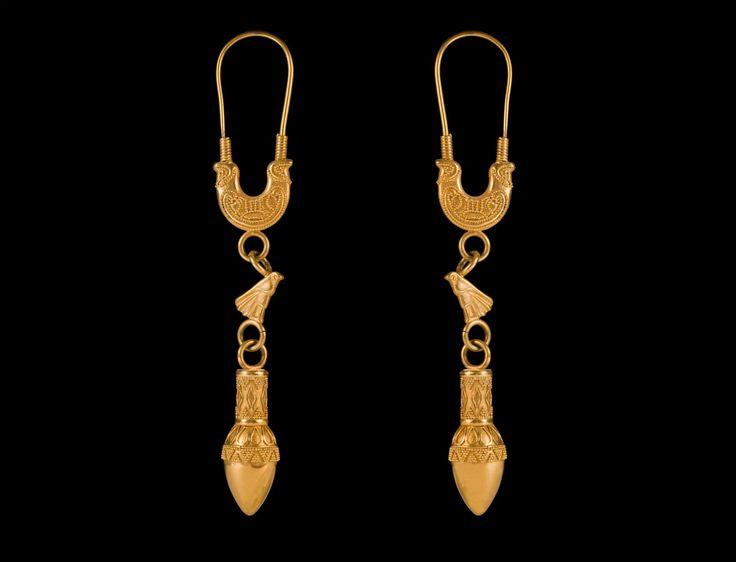 Riproduzione fedele degli orecchini a falco con ghianda di Tharros, civiltà Fenicia, VI - VII sec. a.C. , Sardinia
