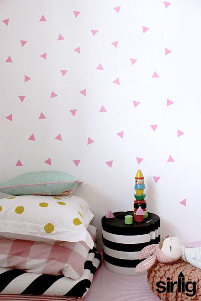 Pink triangle wallstickers from sirlig.dk