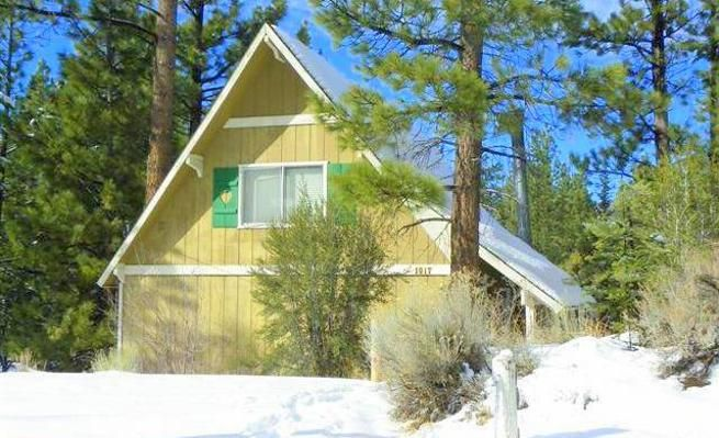 Pet-Friendly Cabin with 2 Fireplaces & Hot Tub -VaycayHero