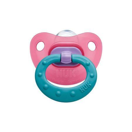NUK Пустышка силиконовая для сна CLASSIC FASHION р-р 1, NUK  — 185р.  Пустышка силиконовая для сна CLASSIC FASHION р-р 1 от немецкого производителя высококачественных товаров для новорожденных NUK (Нук). Эта пустышка с ярким дизайном сочетающем разные цвета придет по вкусу как малышу, так и маме. Подходит для нежного сна малыша – колечко складывается, а загубник имеет вентиляционное отверстие для особого комфорта малыша. Пустышка выполнена из силикона, полностью прозрачна и не имеет…