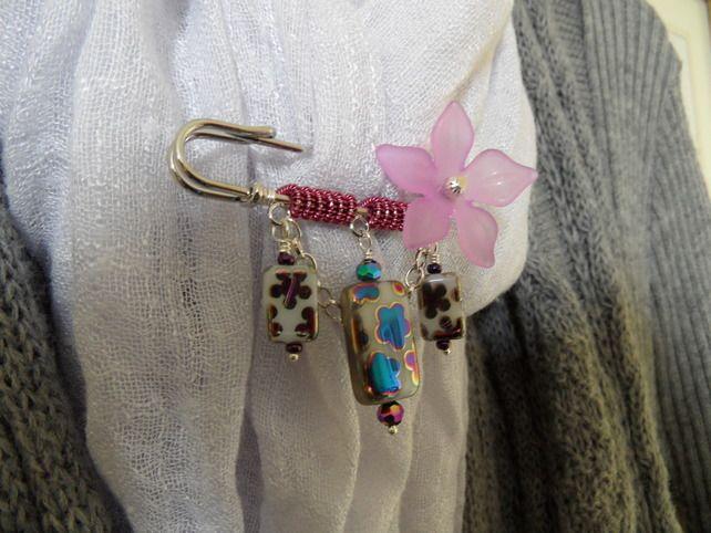Metallic Pink and White Kilt Pin £6.50