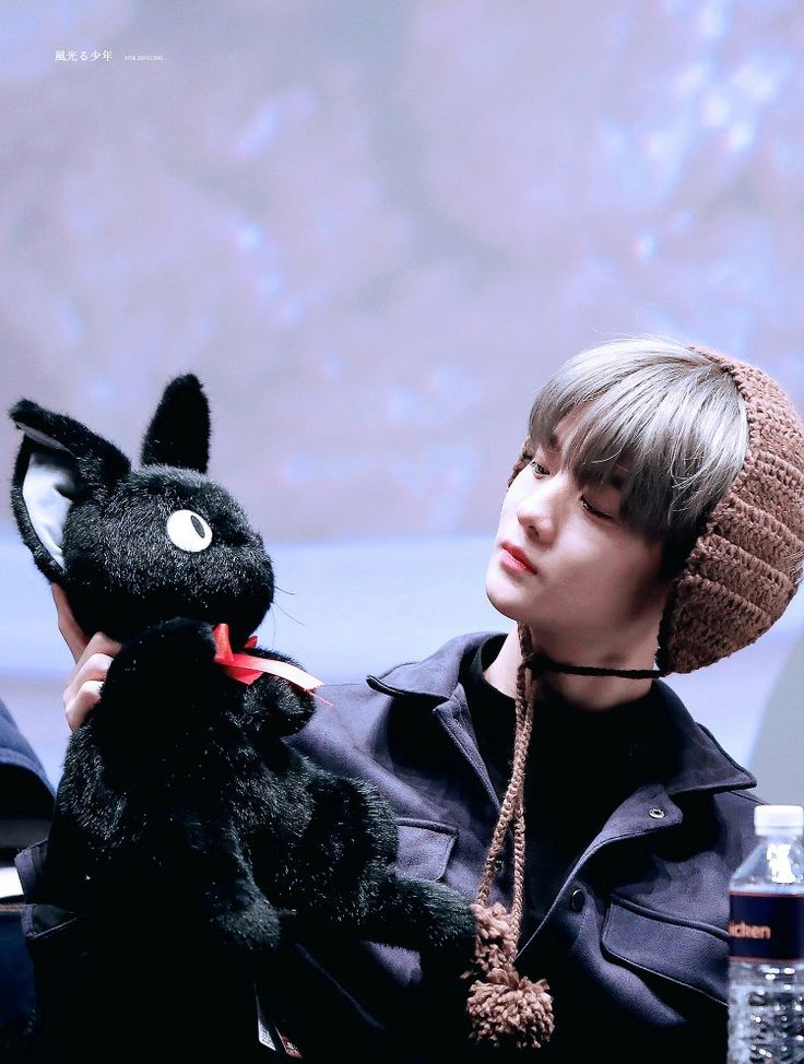 Baejin having staring contest with his twin