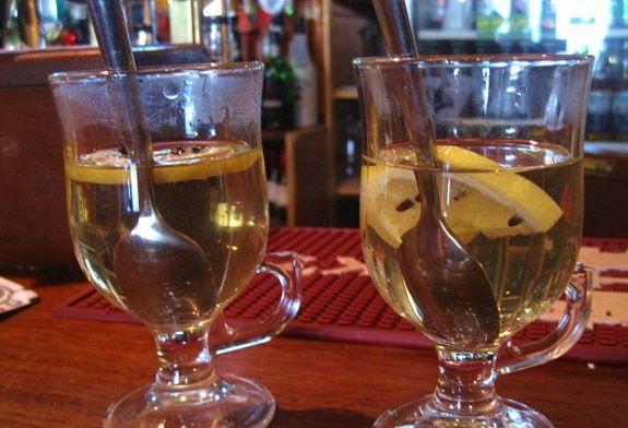 Hot whiskey, la ricetta irlandese della bevanda da pub