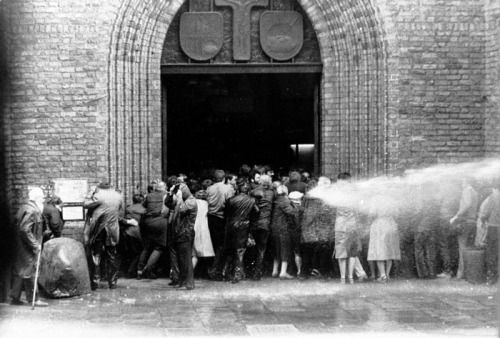 """Attack of communist militia on an """"illegal gathering"""" - people leaving a mass in a cathedral in Warsaw, Poland, 1 May 1984 via reddit [[MORE]] source"""