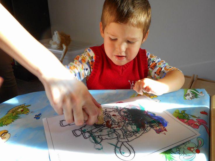 Próbáljátok ki az otthon is egyszerűen elkészíthető kézi technikát, mellyel szép színes rajzokat készíthettek!  Let's try this easy home-made technic and enjoy your children's art!