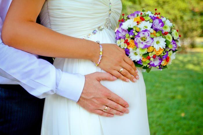 In 5 Schritten zum perfekten Brautkleid für Schwangere... | Infos | Tipps | Kleider-Vergleich | Beispielbilder | Accessoires und Co.