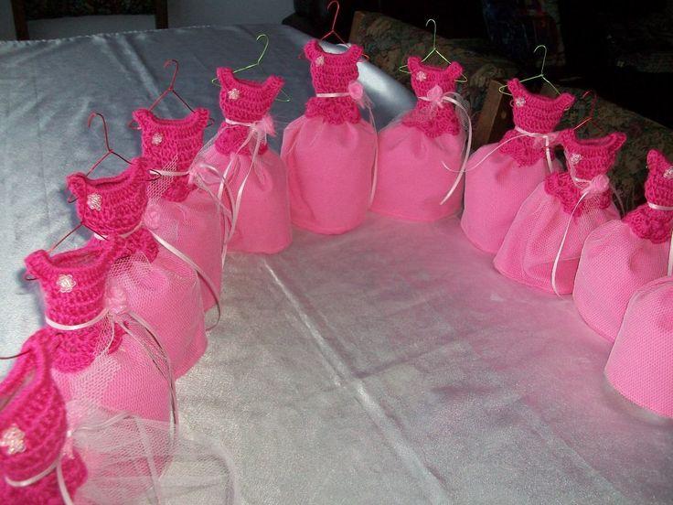 Centros de mesa para 15 a os con botellas de vidrio for Decoracion quinceaneras modernos