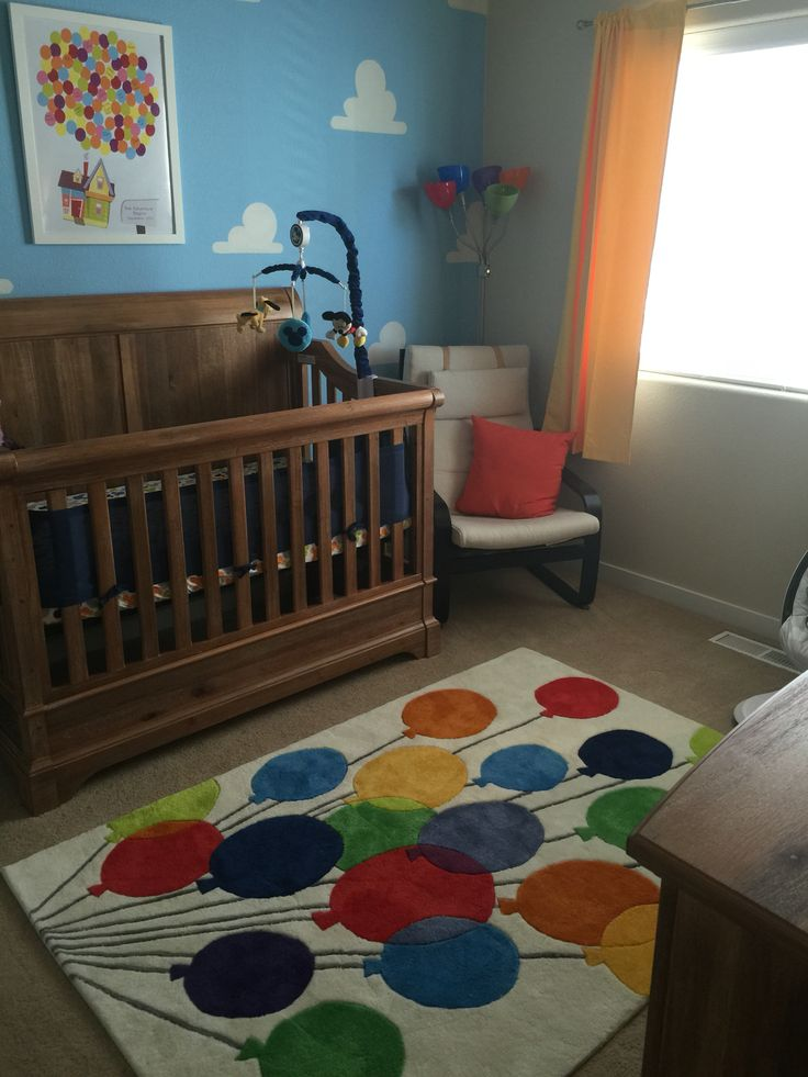 Up themed nursery with cloud wall and balloon rug | Disney nursery