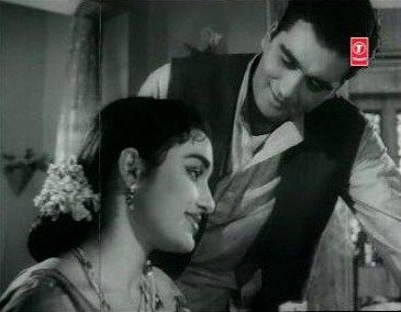 Chayya (1961) Director: Hrishikesh Mukherjee. Starring Asha Parekh, Sunil Dutt, Nirupa Roy, Nasir Hussain with a beautiful song Itna Na Mujhse Too Pyar Badha. I liked the conversations between the lead pair.