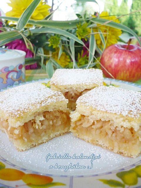 Gabriella kalandjai a konyhában :): Finom almás lepény - családom szerint a világ legfinomabb almása :)