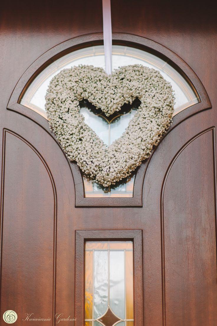 wedding ideas, wedding flower heart, door decoration