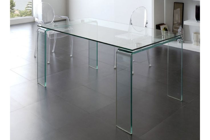 <p><strong>Moderna</strong>mesa de comedor fabricada en cristal templado transparente de 12mm de grososor.</p>  <p>Viste tu comedorcon esta mesa modelo DT-06.</p>  <p></p>  <p><strong><em><u>Medidas</u></em></strong></p>  <p>Mesa fija: 160 x 90x 75cm (largo, fondo, alto)</p>  <p></p>  <p><strong>