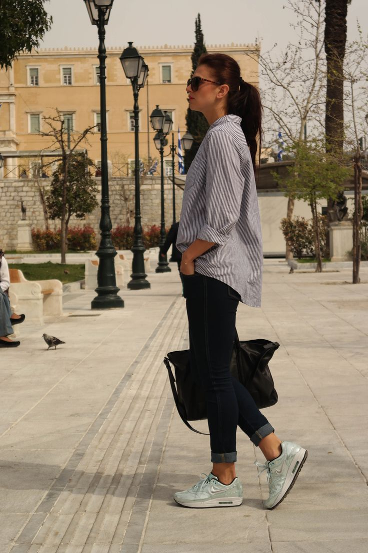 Street Style Casual Denim Metallic Madness Sneakers Sneakers Outfit Athens Greece Spring