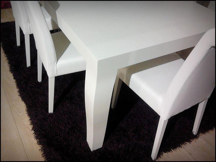 As novidades não param, e esta sala branca vai fazer o gosto de muitos ;) Encontras na nossa montra! #Sala #Furniture