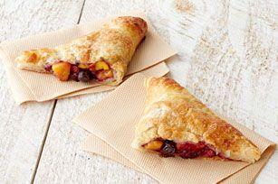 Voilà une recette que vous devez essayer! Ces croustillants chaussons aux fruits sont parfaits comme dessert pour un pique-nique ou pour combler un petit creux sur la route.