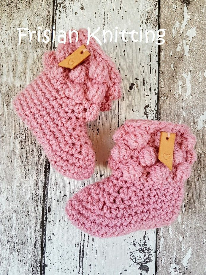 gehaakte baby schoentjes, baby schuhe, Crochet baby booties, baby uggs, baby shoes, door Frisianknitting op Etsy