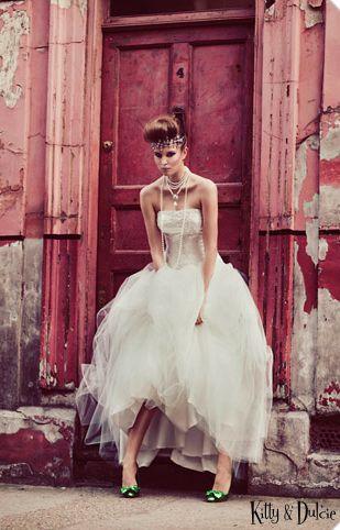 Happy Chantilly - http://blog.happy-chantilly.com/robe-de-mariee-a-petit-prix/