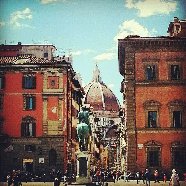 Cathedral view from Santissima Annunziata Square at Florence  #Firenze #igersitalia  #igerstoscana #wonderful #placetogo #instamood #instadaily #picoftheday #volgotoscana #volgoitalia #igersfirenze #aroundtheworld #art #chiantilife #chiantilovers #ilovetuscany #ladolcevita