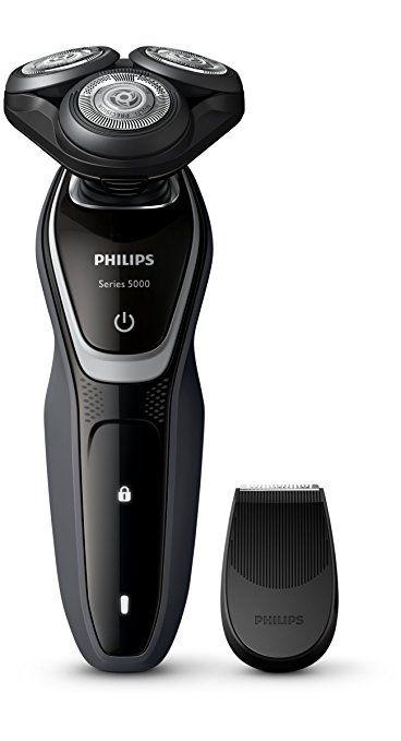 Philips Series 5000 Rasierer S5110/06, mit Präzisionstrimmer.      Gründliche und schnelle Rasur. 75 % der Männer unterschreiten Ihre Rasierzeit im Vergleich zum Vorgängermodell     MultiPrecision Scherköpfe: die Klingen heben die Haare erst an und schneiden selbst lange Haare und kurze Stoppeln - für eine schnelle Rasur     5-Direction DynamicFlex Heads: Anpassung des Scherkopfes in 5 Richtungen für eine gründliche, schnelle Rasur selbst an Kinn- und Hals     Aufsetzbarer…
