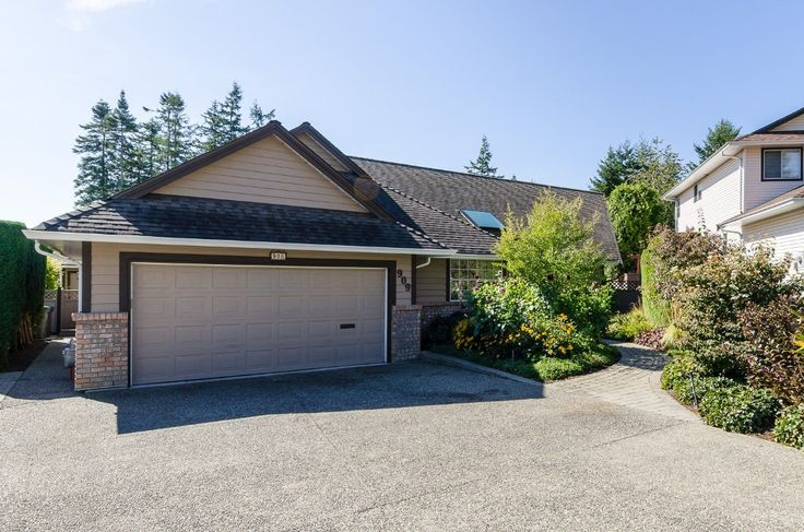 Main Photo: 909 164A Street in Surrey: King George Corridor House for sale (South Surrey White Rock)  : MLS(r) # R2002235