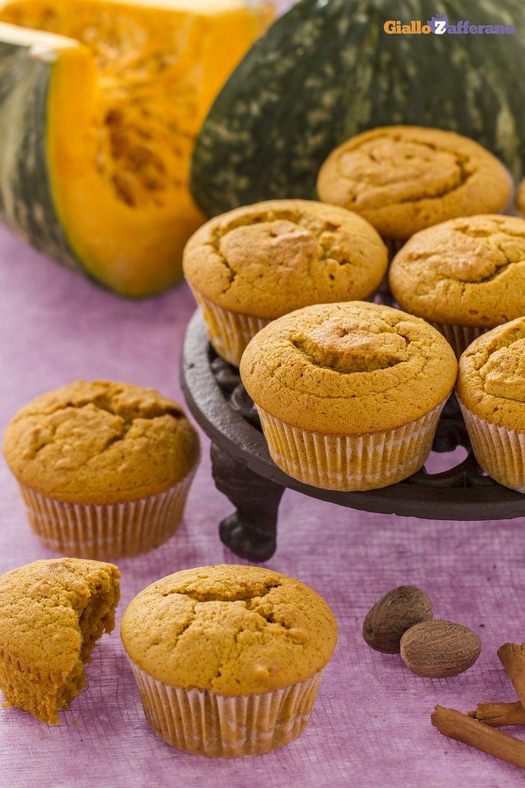 I #MUFFIN ALLA #ZUCCA (pumpkin muffins) posso essere preparati utilizzando la polpa della stessa zucca che per #Halloween viene svuotata e intagliata per ricavarne una lanterna. #ricetta #GialloZafferano
