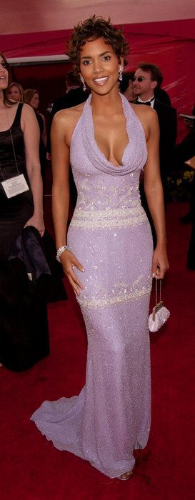 Halle Berry - placing accents via her mini-20's-style clutch, perfect re-directing view hint towards her voluptous chest