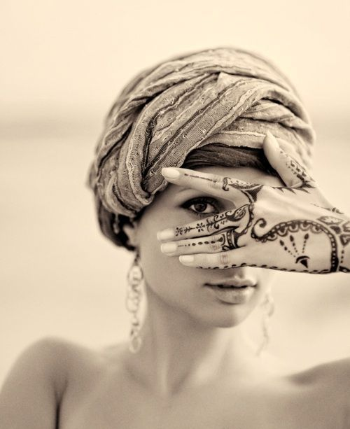 I LOVE the henna on her hand. (ps: I'm not sure I buy that this woman is middle eastern, probably not muslim, like the source implies, but I do appreciate the idea of seeing the beauty in middle eastern culture)
