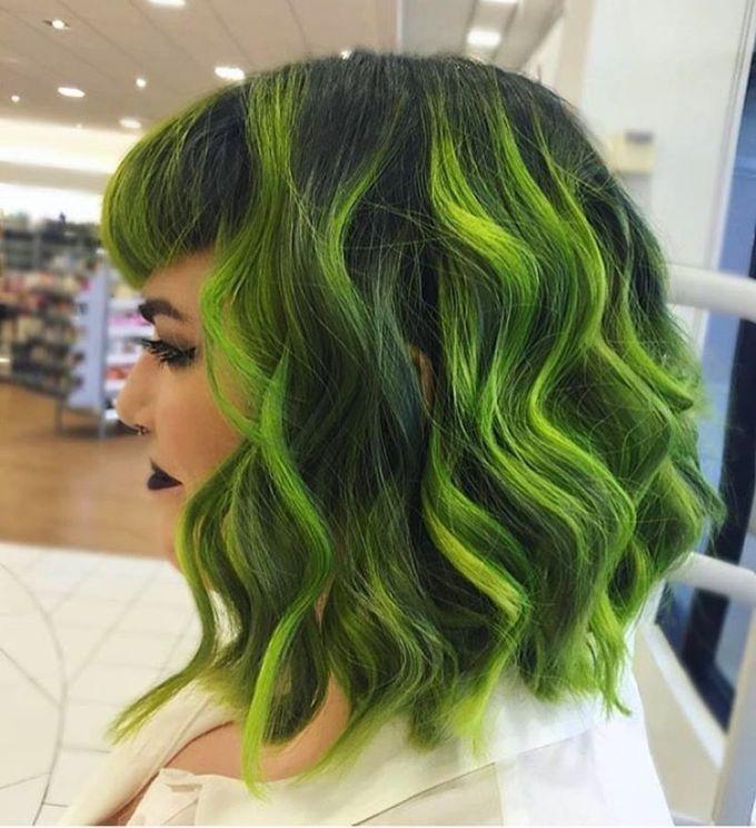 20 Moglichkeiten Grunes Haar Zu Schaukeln In 2020 With Images Green Hair Neon Green Hair Green Hair Colors