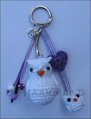 Great little owl keychain, crocheted, but no pattern for this momma and baby