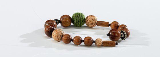Schöne Ketten mit Perlen und Schmuckteilen selbst gestalten. Basteln mit der INITIATIVE hobbyKREATIV
