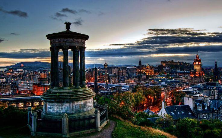 スコットランドの首都エディンバラ。名前だけは聞いたことあるけど...という人も多いとでしょう。イギリス国内でみるとユネスコの世界遺産に登録されているだけのこともあり、ロンドンの次に観光客が多い街。今回はそんな街の観光スポットを紹介!                                                                                                                                                                                 もっと見る