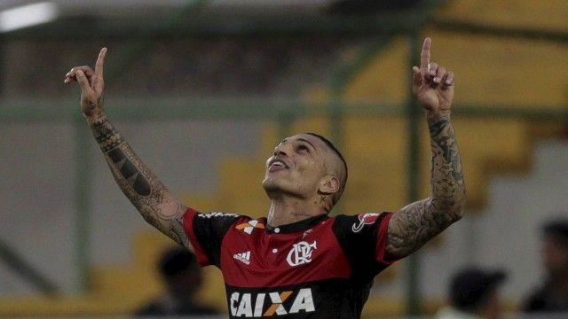 Jornalista espanhol não crê em volta de Guerrero ao futebol europeu: É ídolo no Flamengo