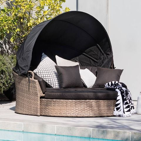 Bring resort luxury to your outdoor space with the Excalibur Swivel Day Bed & Canopy. It has an easy to raise pop-up canopy and super thick cushions so you can curl up for a siesta, enjoy a good book or chill out and relax with favourite beverage
