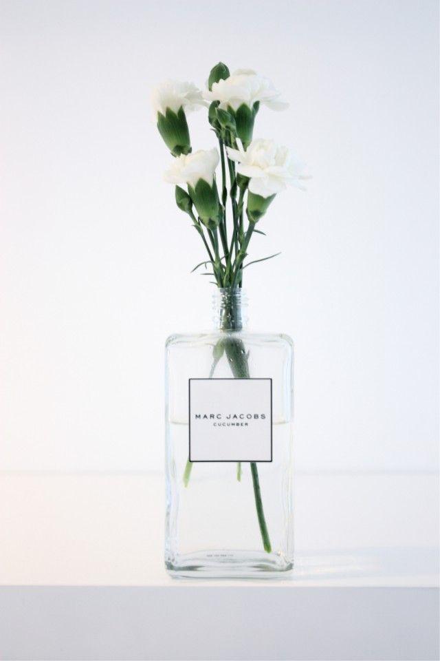 Inspiratie: Parfumflesjes als vaas - ENSEMBLE (an-sambel): combinatie, set, verzameling, groep, als geheel sterker