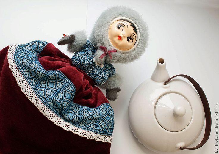 """Купить чайная грелка """"Девочка-Зима"""" - бордовый, чайная грелка, зима, кукла на чайник, реновация"""